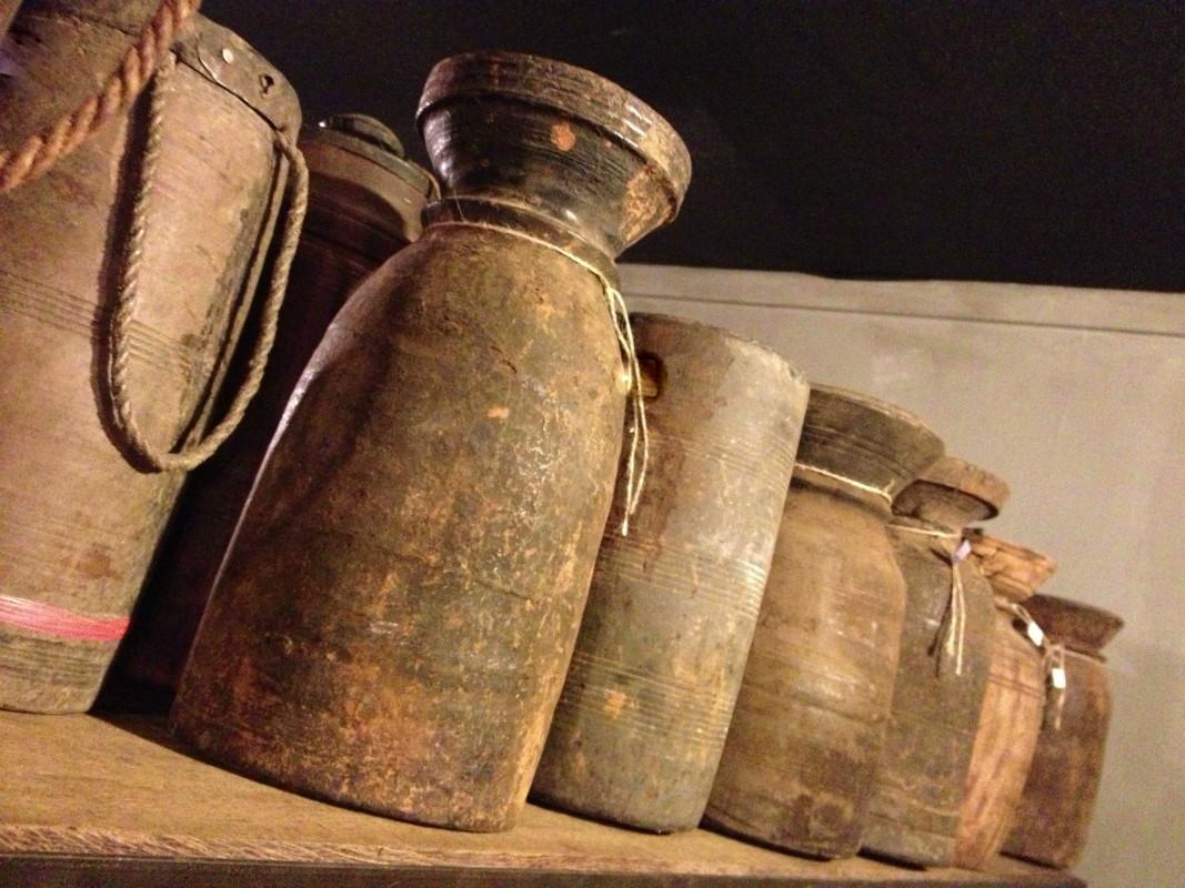 Antieke houten kannen en potten decoratie artikelen for De beukenhof antiek en interieur