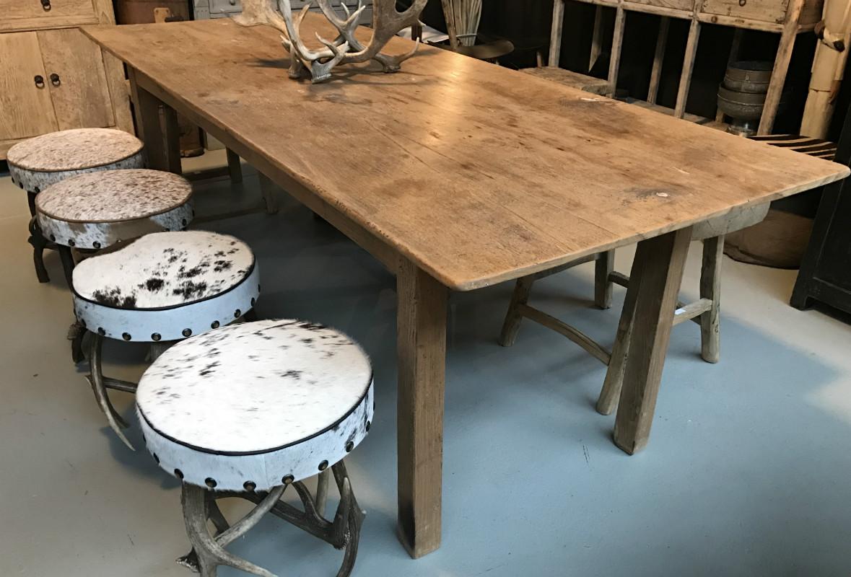 mooie oude tafel gemaakt van teakhout de tafel heeft u mooie lan eetkamertafel antieke. Black Bedroom Furniture Sets. Home Design Ideas