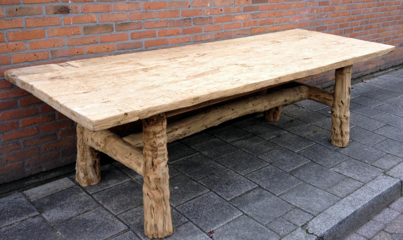 Landelijke tafel gemaakt van ruig hout  Ruige oude tafel    Antieke tafels, tafels van oud hout