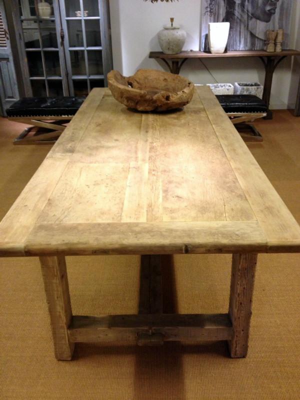 vetvlek uit houten tafel